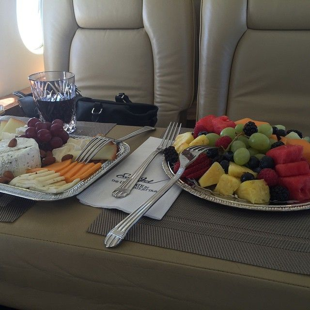 snacks on the Talk Fusion jet #instantpay #onlinemoney #millionairelifestyle http://1264889.jointalkfusion.com