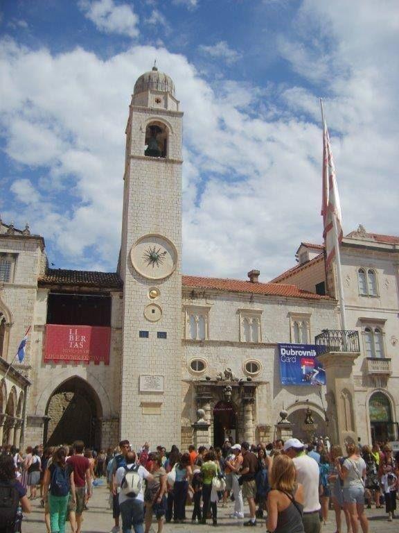 St. Ignatius Klisesi ve Jesuit Koleji 1667 ve 1725 yılları arasında mimar Ignazzio Pozzo tarafından tasarlanmış ve yapılmış... Daha fazla bigi ve fotoğraf için; http://www.geziyorum.net/dubrovnik/