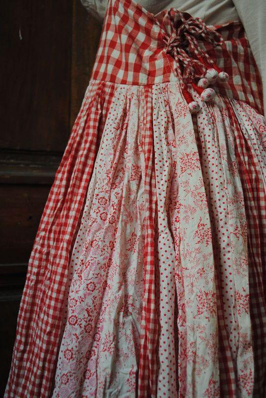 Ma petite robe rouge -50% - Atelier des Ours.                                                                                                                                                                                 Plus