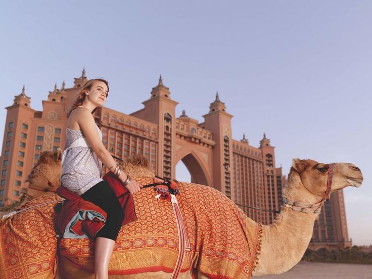 Het vijfsterren Atlantis the Palm Dubai in de Verenigde Arabische Emiraten is gelegen op één van de opgespoten eilanden die deze oliestaat rijk is.       #Dubai #luxe #Atlantis #architectuur #zon #heet #kameel  http://www.hotelkamerveiling.nl/hotels/verenigde-arabische-emiraten.html