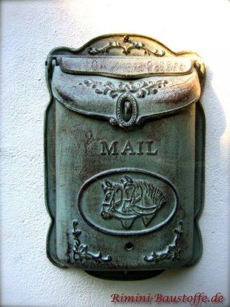 Großer, mediterraner #Briefkasten mit Pferdemotiv in der #Farbe alt-grün.