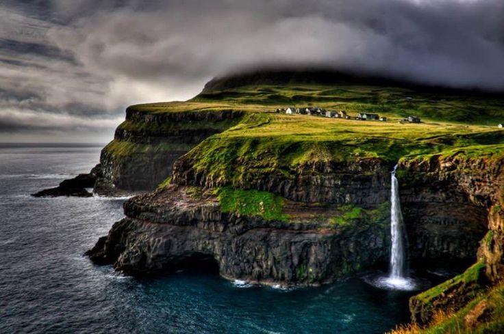 ──────────── Страна: Дания Деревня Гасадалур, Фарерские острова. ──────────── Country: Denmark The village of Gasadalur, Faroe Islands.