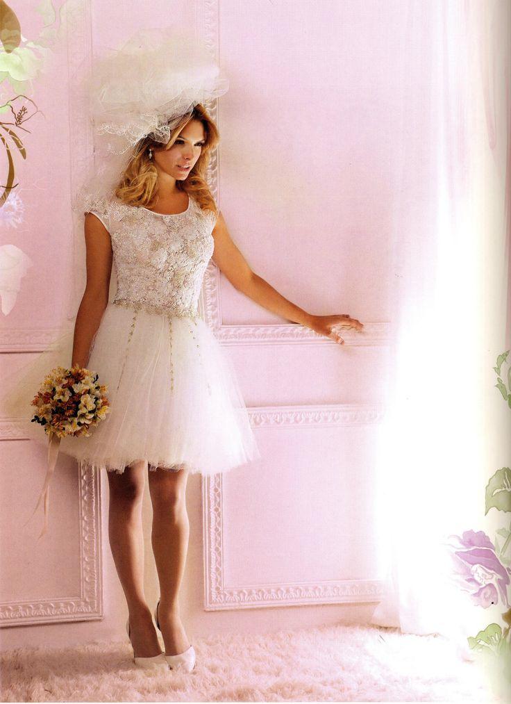 Vestido de novia corto, con tules y bordados Reina Juliette!.. ideal para un Civil o para estar comodísima en tu fiesta. Pasá a probártelo!