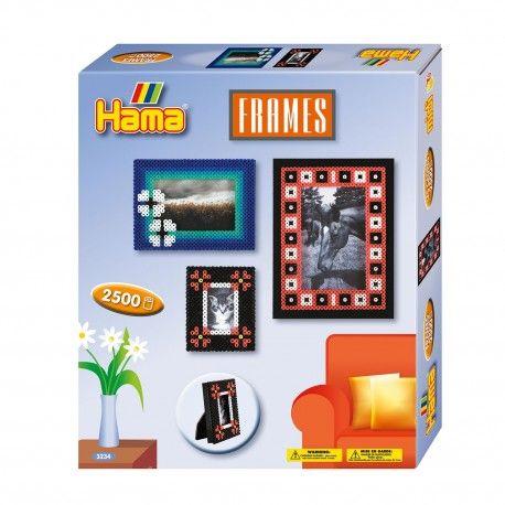 Complete Hama strijkkralenset om verschillende fotolijstjes te maken. Inhoud: 2500 strijkkralen, 2 koppelbare strijkkralenbordjes vierkant, strijkpapier, instructies en verschillende voorbeelden.  Afmeting verpakking 24,5 x 21 x 4 cm Geschikt voor kinderen vanaf 5 jaar.