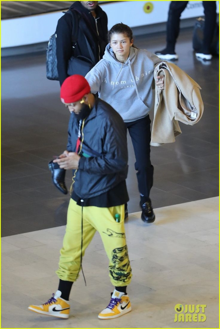Zendaya Sneaks Up Behind Odell Beckham Jr., Surpri…
