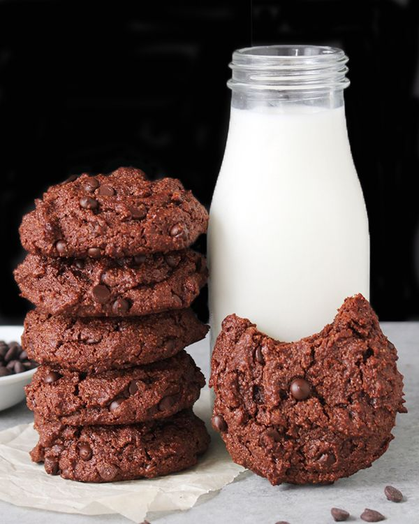 These Paleo Double Chocolate Cookies are rich, fudgy, packed with chocolate and so delicious! Naturally sweetened, gluten free, dairy free and just as satisfying as a traditional cookie. My husband absolutely loves chocolate cookies- especially straight from the oven. I've been wanting to make and share a paleo version, but I knew it needed to...Read More »