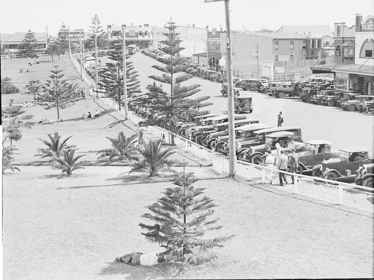 Cars parked at Cronulla Beach in the southern suburbs of Sydney in 1935. National Library of Australia.