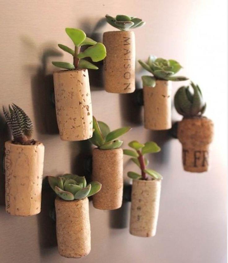 Faça você mesmo um minijardim com rolhas http://catr.ac/p365559 #diy #decoração