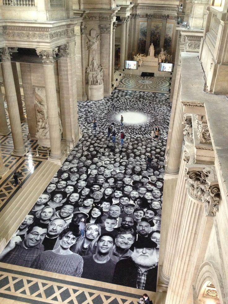 JR, le street artist spécialiste des portraits d'inconnus s'installe au Panthéon, 5 Octobre 2014.