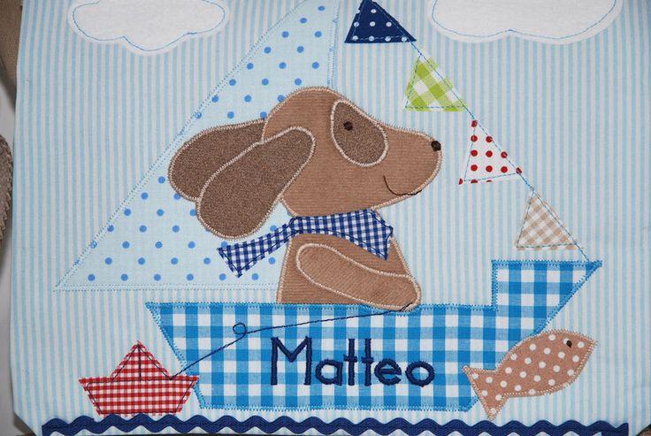 Zauberhafter **Kindergartenrucksack mit Namen** liebevoll aufgepeppt mit einem süßen Hund im Segelschiff.  Der Lieblingsrucksack für alle kleinen und großen **Hundenfans**!  Dieser traumhafte...