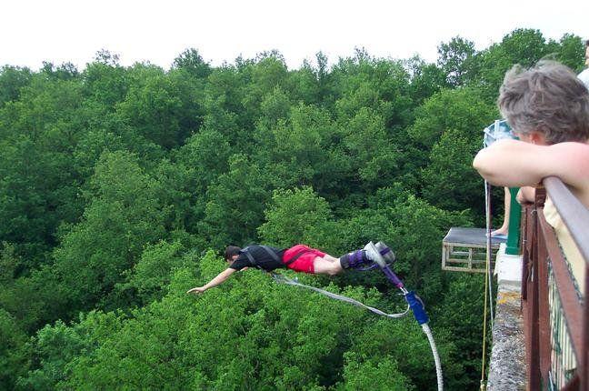 Loisirs - Le saut a l'elastique, une prise de confiance sur soi?