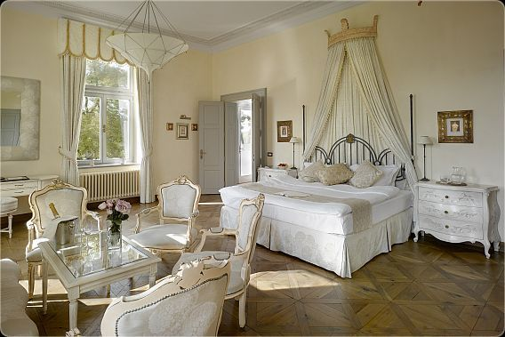 Bridal Suite at Chateau Mcely