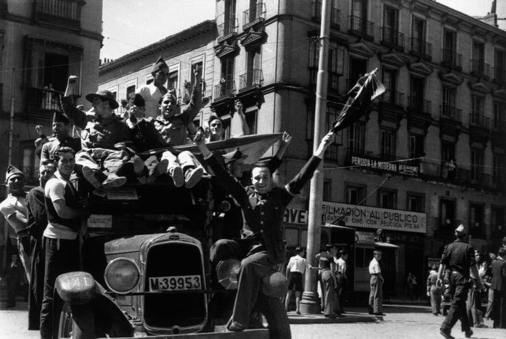 Spain. Spanish Civil War, republican side. Madrid, August-September 1936 // Robert Capa