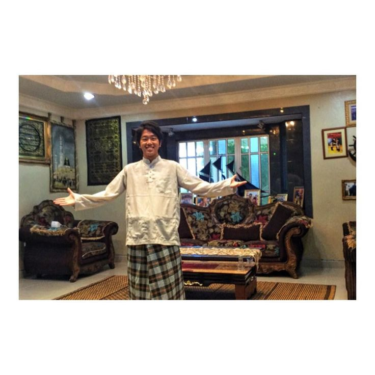 マレーシアの伝統行事Qurbanに参加 Tried to put on Malaysian traditional clothes! 今日はマレーシアの祭日Qurbanだったので 友人の@dodoldelicious に ホームパーティーへ招待してもらえましたV(_)V  人生2回目となる牛の屠殺から始まり 食べきれないほど伝統料理も楽しめました( ) . Sanding Kim Thanks a lot!! #マレーシア #マレーシアライフ #海外移住 #現地人化 #高級なやつ #リッチグラム #リッチなディナー #伝統衣装 #伝統的衣装 #伝統衣装体験 #伝統的な衣装 #ランカウイ島サイコーです #ランカウイ島 #ランカウイ島 #ランカウイ島最高だったなぁ #東南アジア料理 #東南アジア旅 #東南アジア旅行 #東南アジア周遊 #東南アジア一人旅 #マレーシア生活 #マレーシア #ランカウイ島楽しみ #マレーシアから