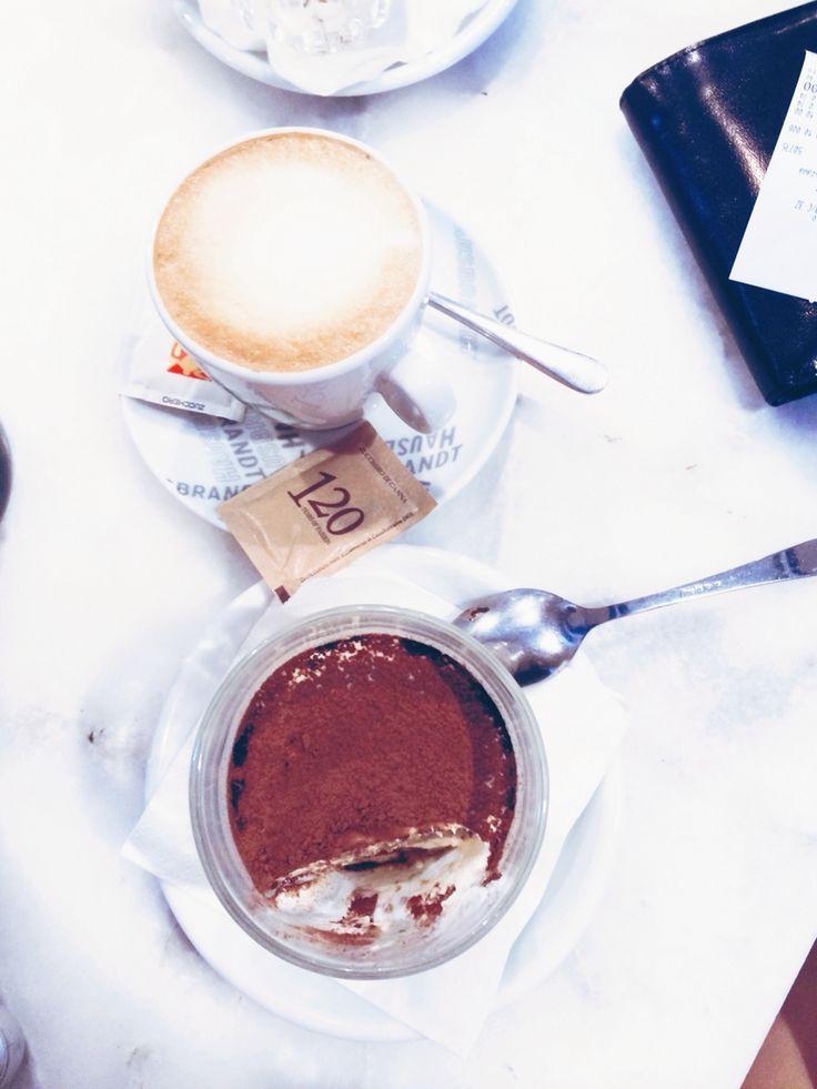 Tiramisu, cappuccino