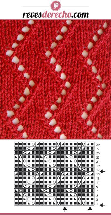 Para darle ese toque a tu tejido, prueba este nuevo punto a palillos calado zigzag. Tip: utiliza hebras regulares y de sólo 1 color para resaltar aún más el patrón de punto. #patrones #palillos