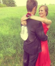 Creative Prom Poses | Creative Prom Picture Poses Prom pose:)