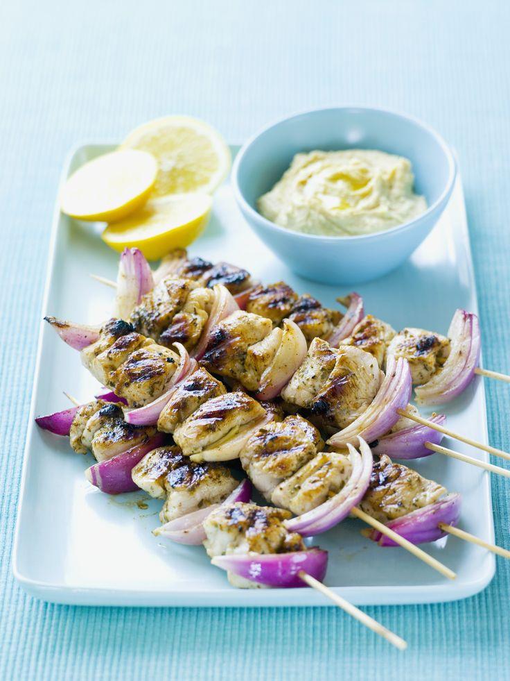 Kebab di pollo, secondo piatto semplice da preparare in casa: può essere marinato in succo di limone, lime e numerose spezie e cotto alla griglia.