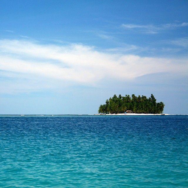 Tropical waters of San Blas, Panama. Photo courtesy of douglasdbs on Instagram.