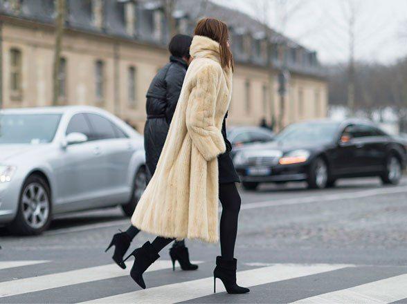 la modella mafia Christine Centenera street style chic in a big fur and  Chanel Boy bag 2
