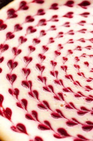 Tempting Valentine desserts ...this raspberry cheesecake looks amazing!
