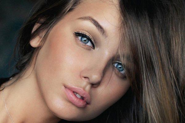 Maquillage naturel pour yeux bleus