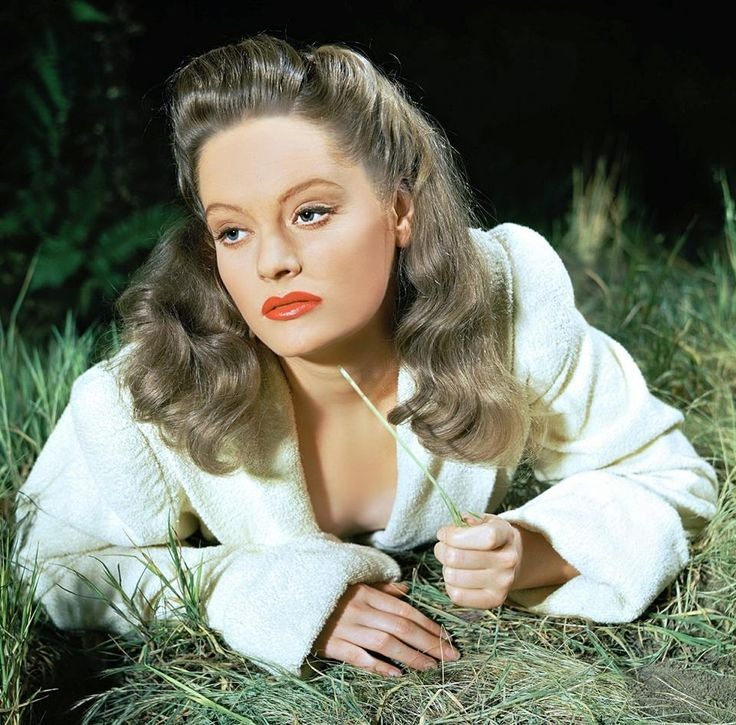 Alexis Smith born June 8, 1921 Died June 9, 1993 aged 72 RIP Photo: The Constant Nymph (1943)