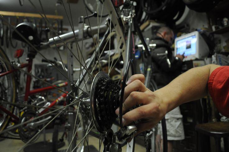 En mi tiempo libre mi gusta trabajo en mi bicicleta, tratando de crear mejor bicicleta.