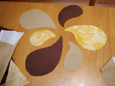 Después de cortar las piezas, les presenté para asegurarse de que se veía bien juntos. Luego usé uno o dos trozos de cinta adhesiva de doble cara para la fijación a la puerta de la misma disposición.