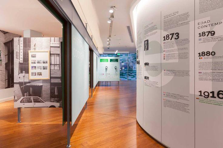 Centro de Pensamiento Coomeva Localización: Cali, Colombia Proyecto y construcción: Yemail Arquitectura Diseño iluminación: Espella (D.I. Michael Novoa) Créditos Fotográficos: Santiago Pinyol (Proyecto) Julian Mahecha (Maqueta)