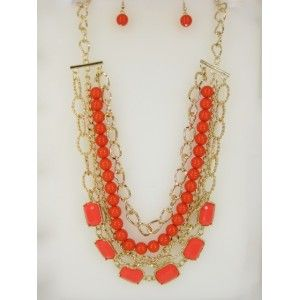 Set de collar y aretes dorados con bolitas y cuadritos en color naranja estilo 30158
