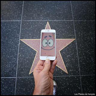 Patrick est devenu une étoile (de mer) sur Hollywood boulevard.   Cet homme fait apparaître des héros de la culture pop dans la vraie vie