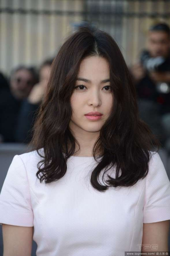 "Director Karwai Wong is known for his works with visual splendor, meticulous romance and slow tempo movies. Song Hye Kyo: She appeared in his ""The Grandmaster"" http://www.chinaentertainmentnews.com/2015/05/wong-karwais-women.html"