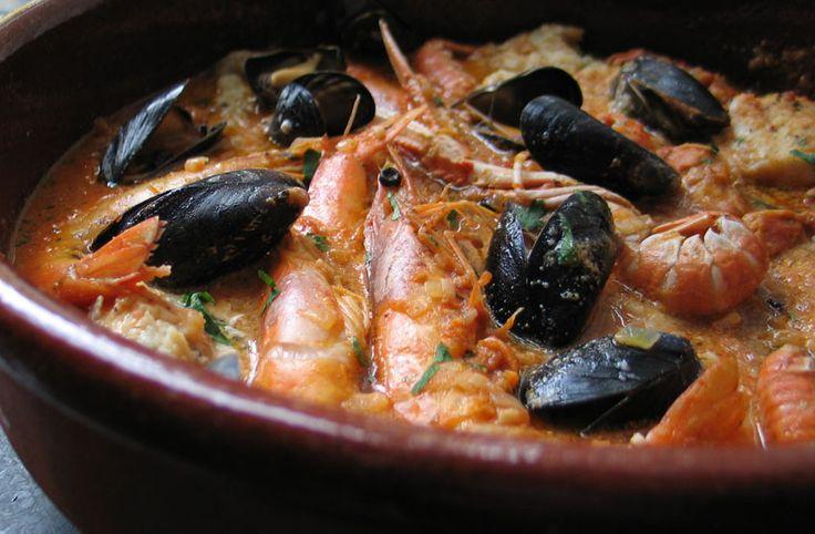 In de Spaanse keuken is het heel normaal om in aardewerk te koken, zelfs buiten op een open vuur (in het Spaans ' al campo') worden ovenschalen gebruikt om een gerecht in te bereiden. A…
