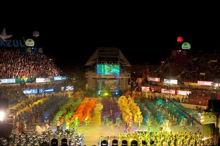 O Festival Folclórico de Parintins acontece anualmente nos dias 28, 29 e 30 de junho. Mas a festa do boi, como é chamada pelo povo, acontece todos os dias no coração dos amazonenses. Os ensaios, a confecção das alegorias, fantasias e coreografias têm início dois meses antes do grande evento celebrado no bumbódromo, o templo do festival, com capacidade para 35 mil expectadores.