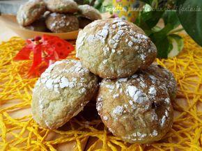 Biscotti alla menta e gocce di cioccolato...sono dei deliziosi frollini molto simili ai cookiee, aromatizzati alla menta, che oltre ha donargli un colore..