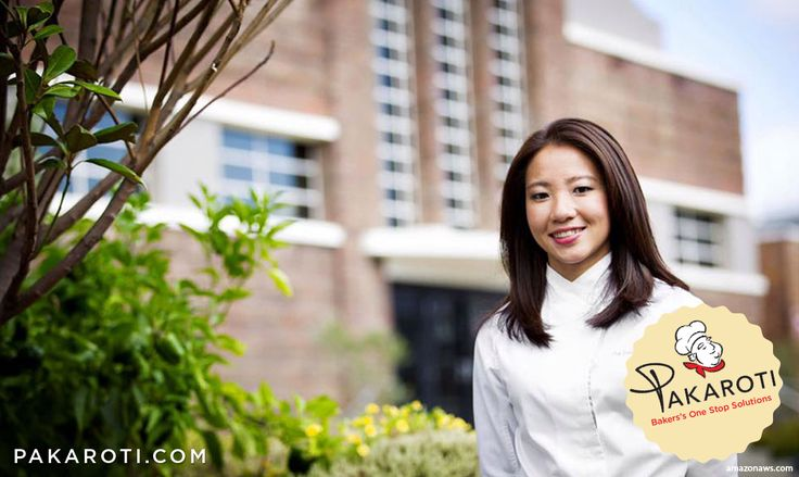 """Janice Wong adalah seorang pastry chef level dunia yang dinobatkan sebagai Pastry Chef of The Year di ajang penghargaan World Gourmet Summit di tahun 2011, 2013, dan 2015. Pengakuan atas kelihaiannya dalam mengolah kue dan rerotian juga terlihat ketika raksasa media cetak """"Her World"""" asal Singapura menganugerahinya status Young Woman of The Year di tahun 2012. Belum puas dengan penghargaan-penghargaan tersebut, Chef Wong kembali sukses menyabet status Pastry Chef terbaik Asia pada tahun 2013…"""