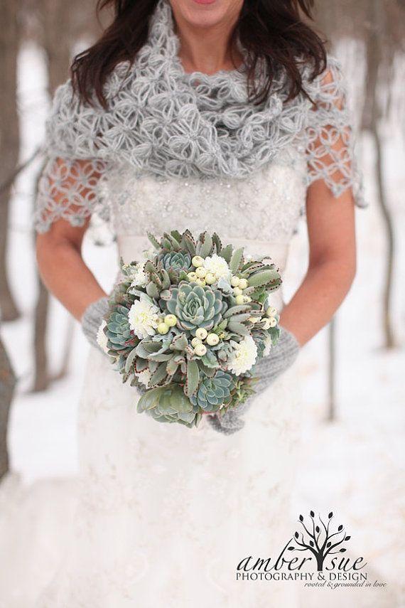 Mooie gehaakte sjaal voor de bruid!  #wedding #bruiloft #winter #crocket #DIY #Shawl #Bolero  www.bijnatrouwen.nl