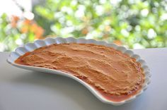 """Çırağan Amatör Meze Yarışması'nda """"Hibeş"""" mezesi ile üçüncü olan Sibel Taşkan'ın tarifini yayınlıyoruz: Malzemeler (6 kişilik): 300 gram tahin 9 iri diş sarımsak 2 tatlı kaşığı kimyon 1 tatlı kaşığından az tuz 3 tatlı kaşığı tatlı kırmızı toz biber 1 tatlı kaşığı acı kırmızı toz biber 1 tatlı kaşığı karabiber 5-6 limonun suyu Tarif Tahin"""