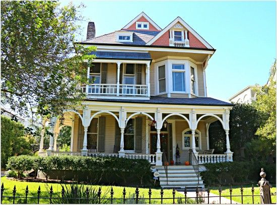 10 best images about homes of new orleans on pinterest for New victorian homes