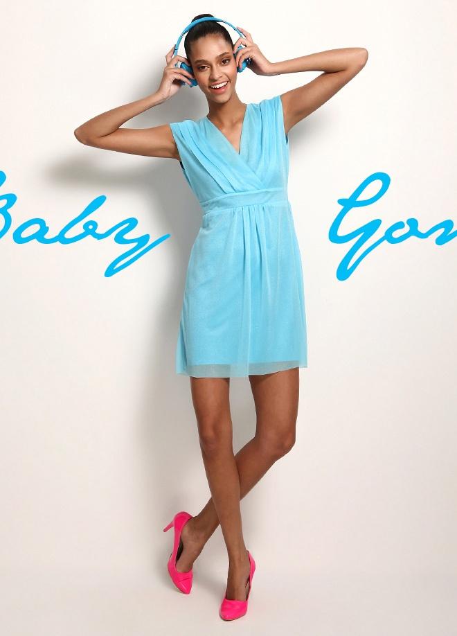 Clubbomba V yaka klasik elbise Markafoni'de 79,90 TL yerine 29,99 TL! Satın almak için: http://www.markafoni.com/product/3520276/