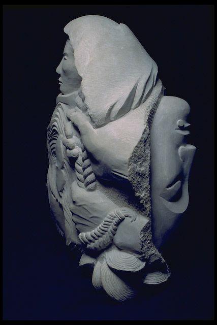 """""""Sedna, Deusa Inuit do Mar Profundo, foi forçada a descer para Adlivun, a Terra dos Mortos. Um xamã deve descer para Sedna e acalmá-la massageando seus membros doloridos e penteando seu cabelo. Só quando ela está devidamente confortada  permite o xamã retornar às pessoas e informá-las de que ela vai enviar os animais a serem caçados de modo que eles não vão passar fome."""""""