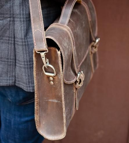 Will you find a bag you like at www.leathermessengerbags.top ?  Distressed-brown-leather-messenger-bag-margaret-1432828072