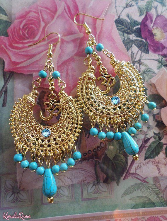 Lumineux Or Magnesite Turquoise Pierres Precieuses Om Symbole Etsy Gemstones Bright Gold Chandelier Earrings