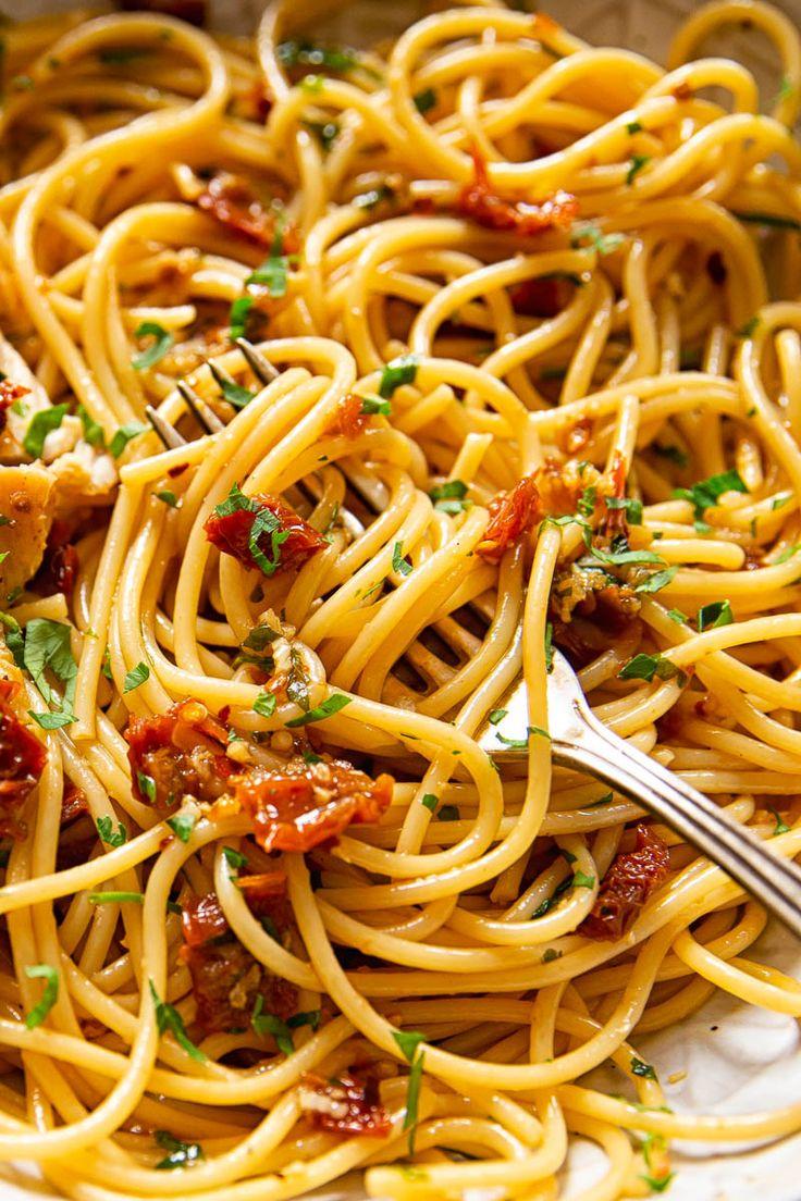 This Sicilian spaghetti dish is simple and delicio…