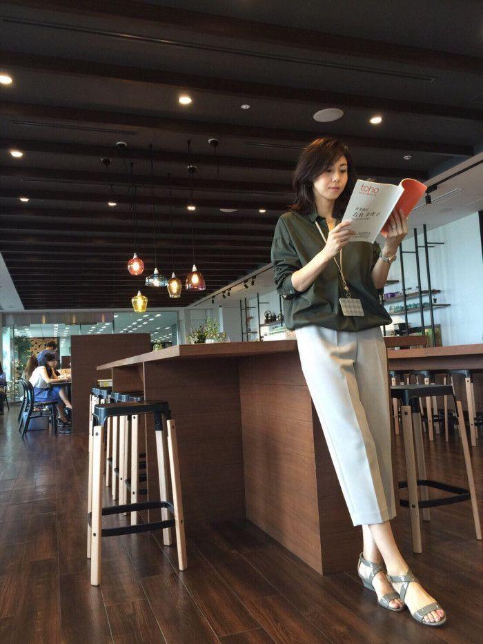 松嶋菜々子さん主演のドラマ『営業部長 吉良奈津子』。出産や育児休暇を経て職場復帰した40代の女性の働く難しさを描いており、現代問題に焦点を当てているストーリーが話題となっています。 さらにもう一つ注目したいのが、松嶋さん演じる吉良奈津子のファッション。働く大人の女性をイメージしたスタイルはオシャレで