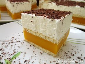 Herbatniki przełożone masą budyniową na bazie soku Kubuś i bitą śmietaną, czyli ciasto idealne na upały