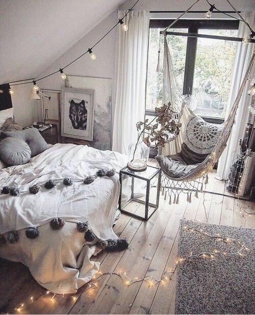 皆さんご自身のお部屋の印象ってどんなものですか?本当はすっきりとしたインテリアが好きなのに、どんなに片付けてもなぜかゴチャゴチャしてしまっていませんか?そういったお部屋も、ほんの少しの意識改革&ポイントでお部屋がすっきり清潔感のあるものに変身させられるんですよ。