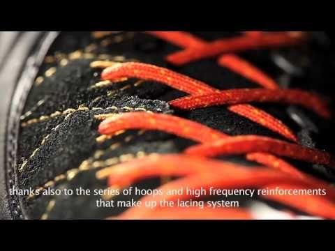 Calzatura tecnica da avvicinamento con soluzioni innovative nella costruzione della tomaia e del sistema suola/intersuola sviluppate appositamente da La Sportiva per il mondo approach.  This model has been designed for technical approach routes and offers innovative technical solutions with both the uppers and the sole/midsole system developed exclusively by La Sportiva for the Approach category.