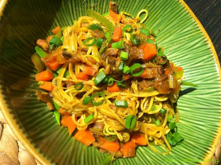 Chinese chow mein noodles, tastes like the good old Maggi mix ! Vegan + grain, gluten, nut & sugar-free. Just veggies made yum !